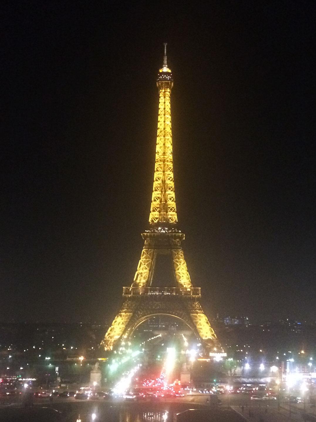 Eyfel Kulesi'ni bir de gece görmek lazım...