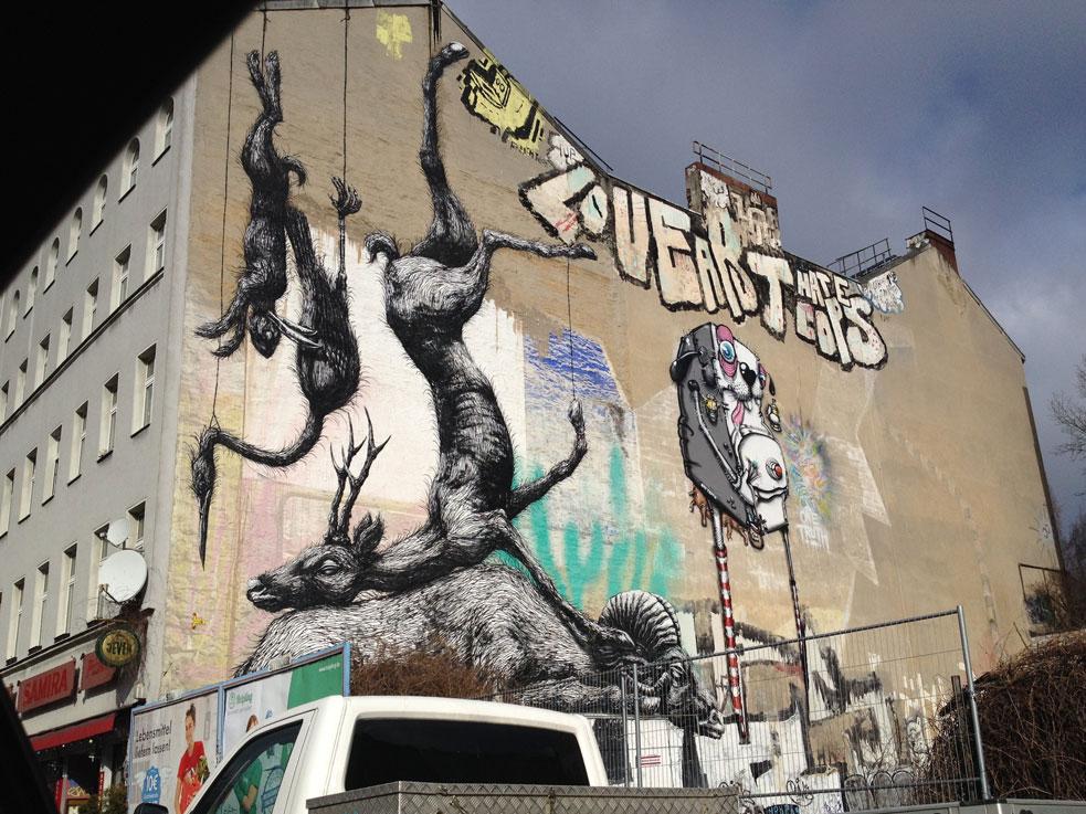 Berlin'de duvar sanatı...