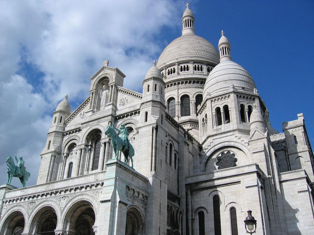 Paris'in Montmartre Tepesi'nde Kutsal Kalp, yani Sacré-Cœur Bazilikası