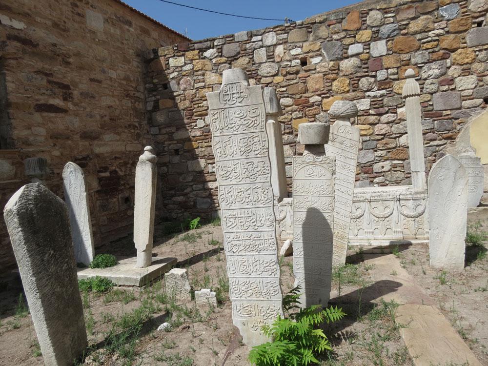 Sakız Kalesi'nde Osmanlı mezarları