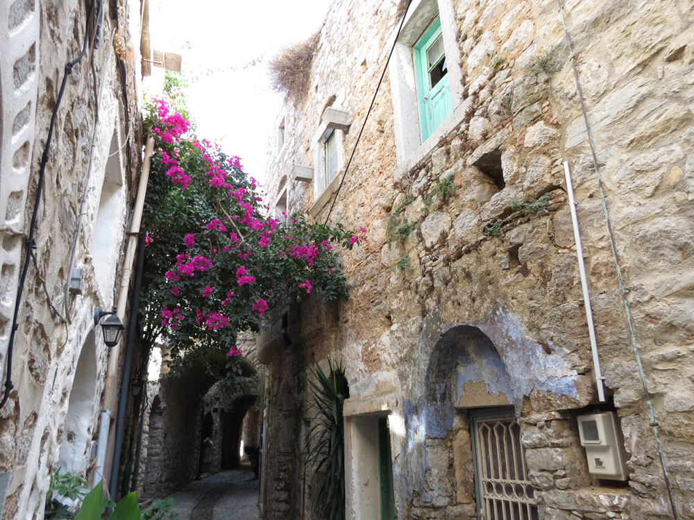 Sakız'ın Mesta Köyü'nde Ortaçağ'dan miras yapılaşma bugün de özenle korunuyor