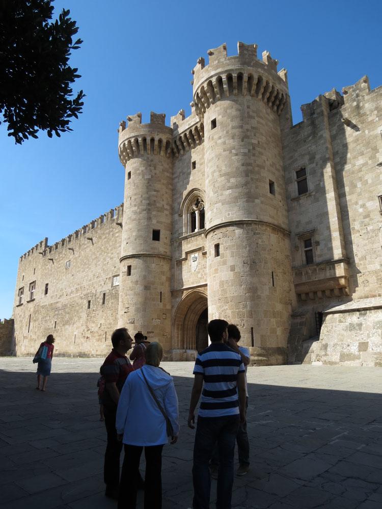 Rodos'ta Şövalyeler dönemi eseri Büyük Üstadlar Sarayı