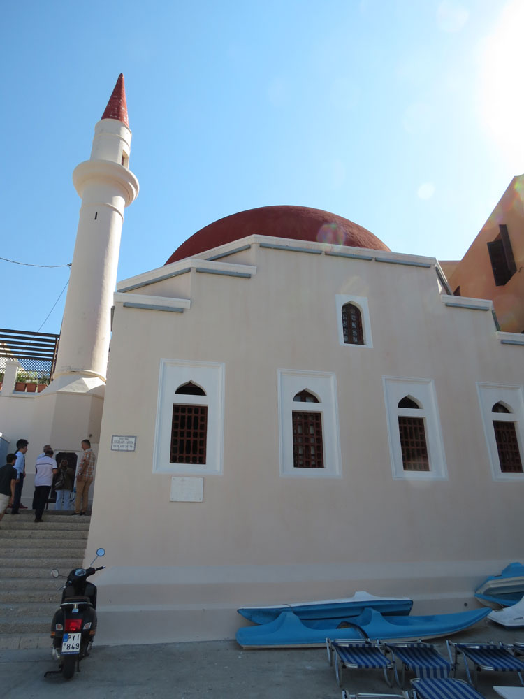 Adadaki tek cami günümüzde müze olarak kullanılıyor