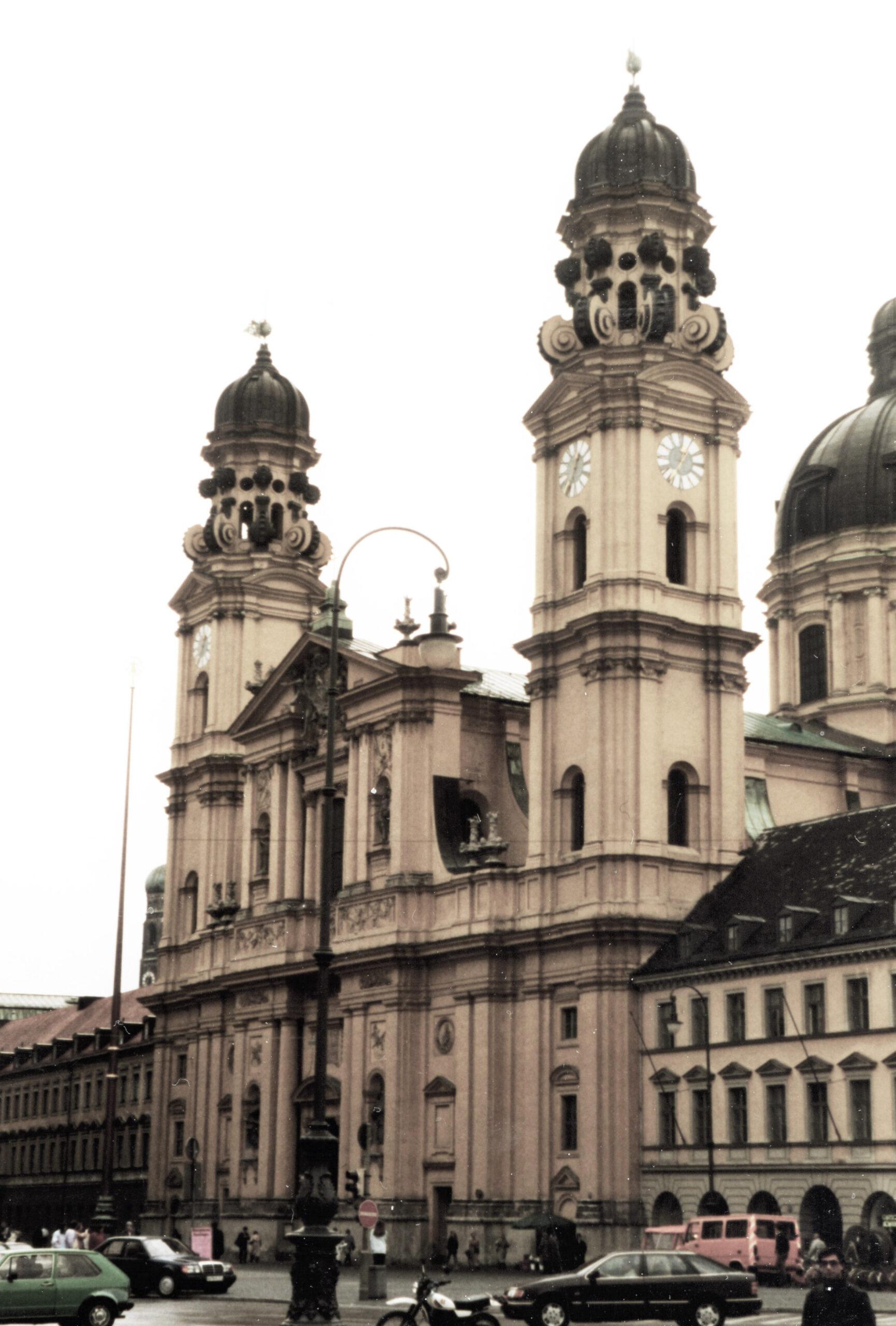 Münih'te 17. yüzyıl eseri Theatin Kilisesi