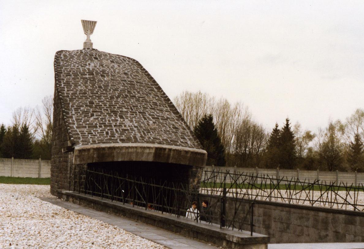 Münih yakınlarında Dachau Toplama Kampı'nda inşa edilen Yahudi Anıtı