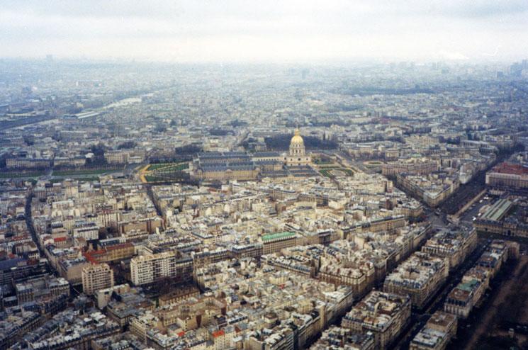 Eyfel'in tepesinden Paris manzarası