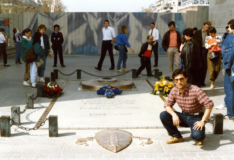 Zafer Takı'nın altındaki meçhul asker anıtı