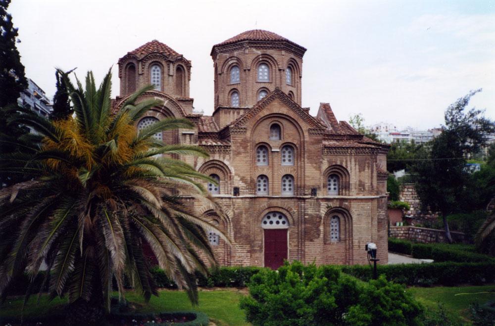 Panagia Chalkeon Kilisesi 1028'de inşa edilen bir Bizans dönemi kilisesi. Osmanlı hâkimiyeti sırasında Kazancılar Camii adıyla kullanılmış, 1912'de ise tekrar kiliseye çevrilmiş.
