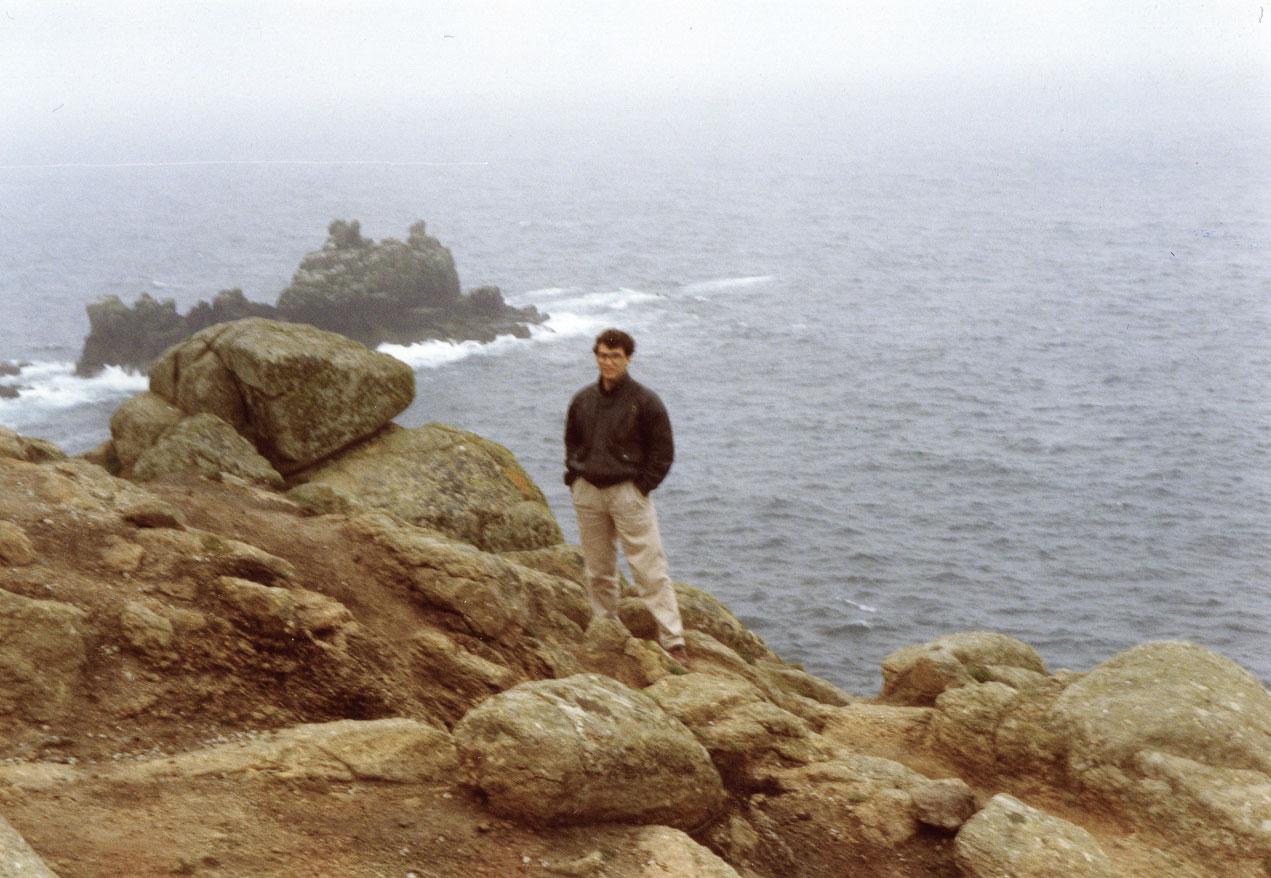 Atlas Okyanusu kıyısında Land's End, yani karanın bittiği yer