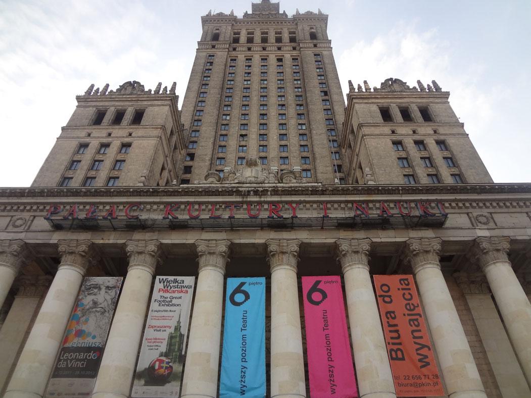 Moskova'daki Yedi Kız Kardeş'in Varşova'daki benzeri: Kültür ve Bilim Sarayı