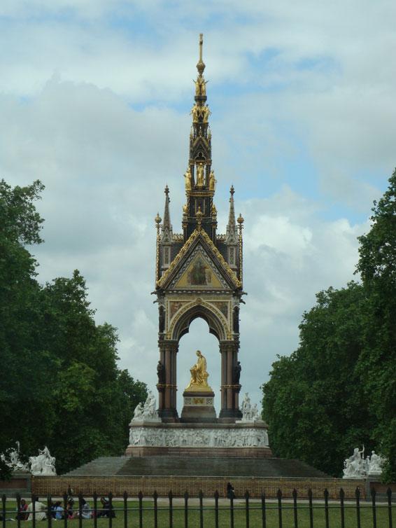 Kensington Bahçeleri'nde bulunan Albert Anıtı