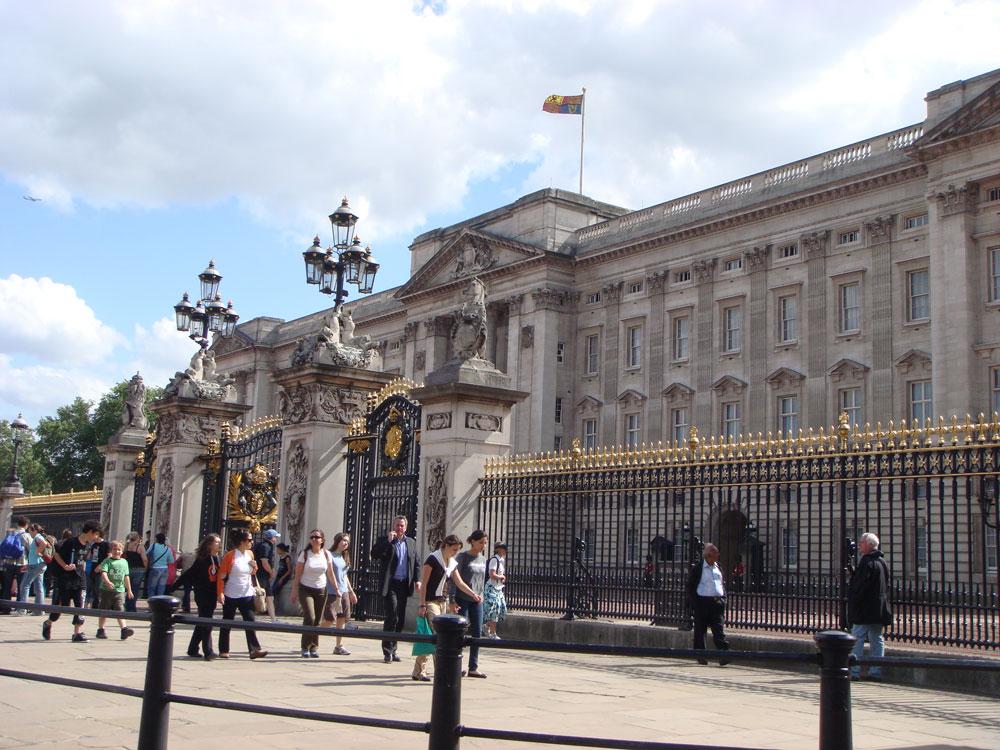 Kraliçe'nin evi: Buckingham Sarayı