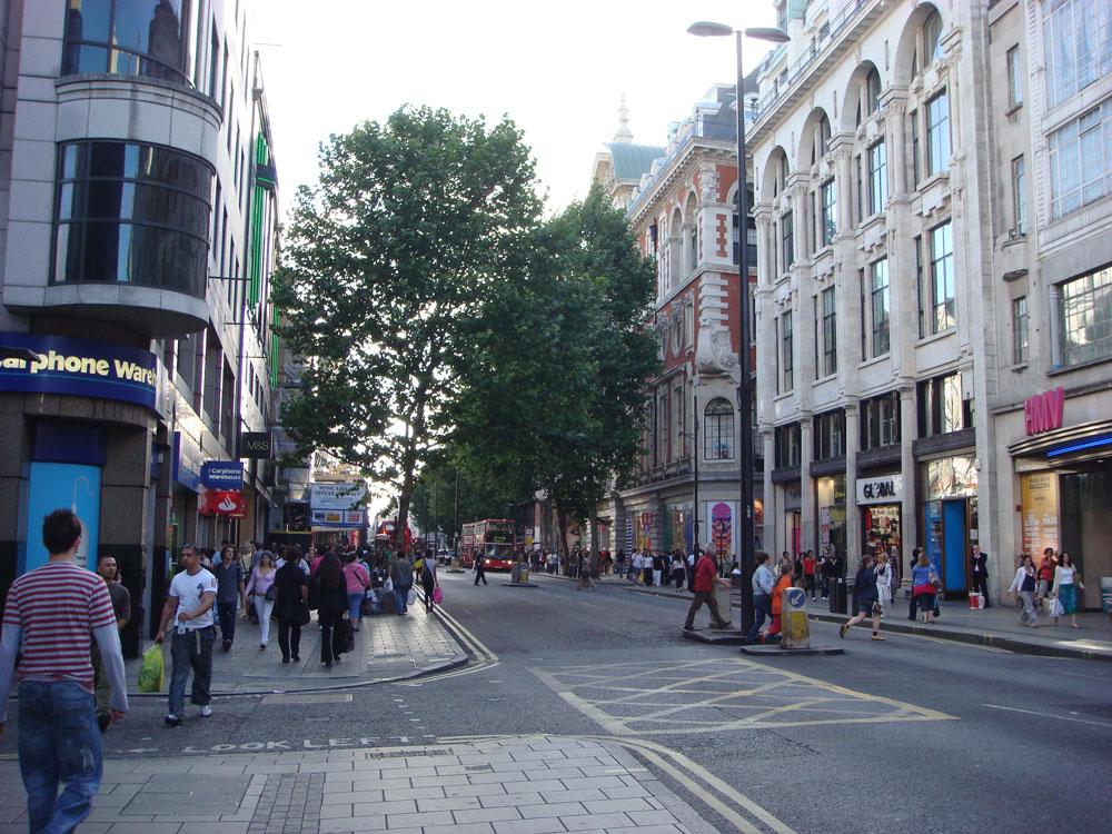 Londra'nın merkezi semtleri her vakit kalabalık...