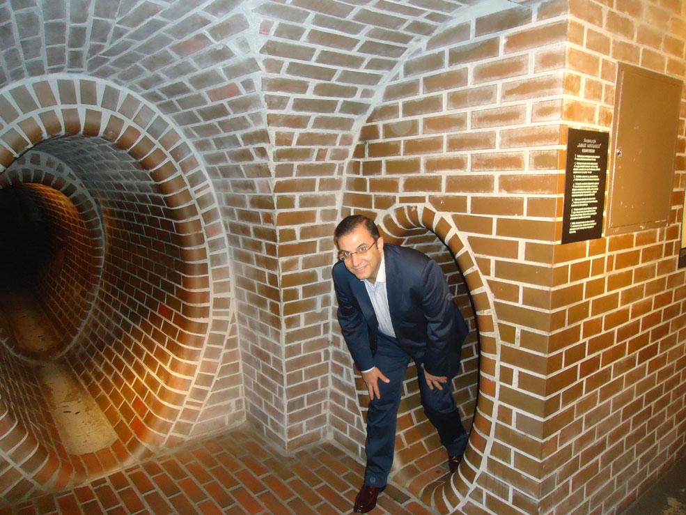 Polonyalılar kanalizasyon tünellerini aylarca hem saklanma, hem de haberleşme amacıyla kullanmışlar. Tünellerin müzedeki 20 metrelik numunesi bile ürkütücü.