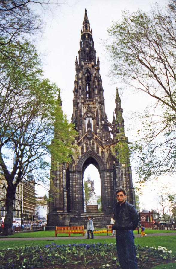 Edinburgh'da İskoç yazar Sir Walter Scott adına dikilen Scott Anıtı