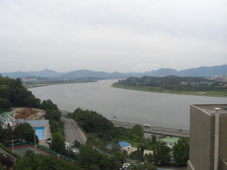 Han Nehri Seul'ün ortasından geçiyor