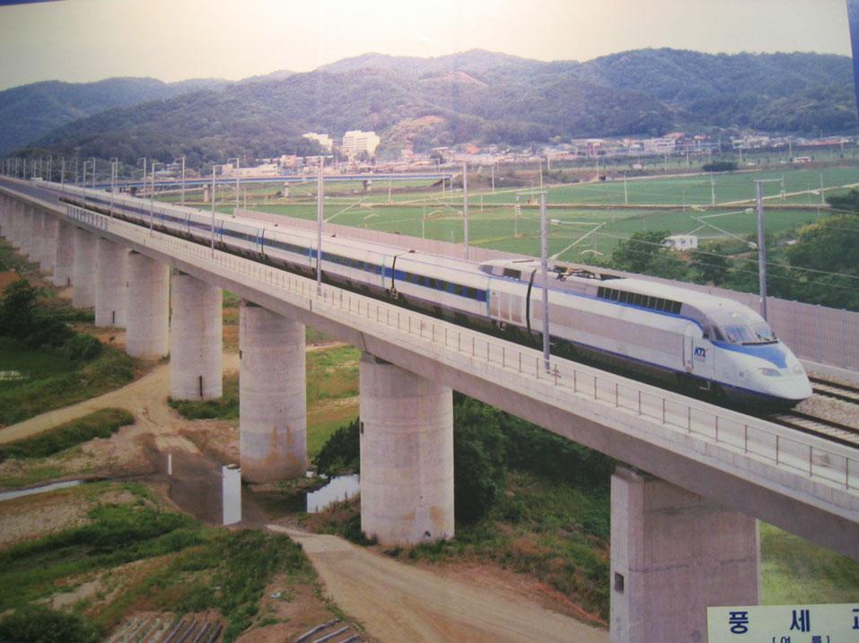 Güney Kore hızlı tren teknolojisinde iyi olan ülkelerden...