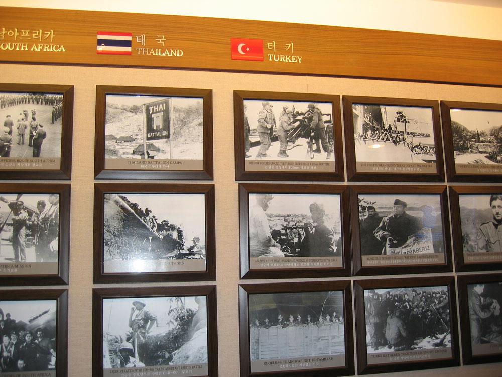 Savaş hatırası fotoğrafların sergilendiği bölüm