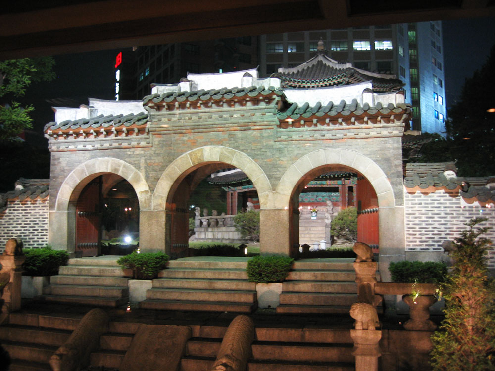 Yine geleneksel mimari...