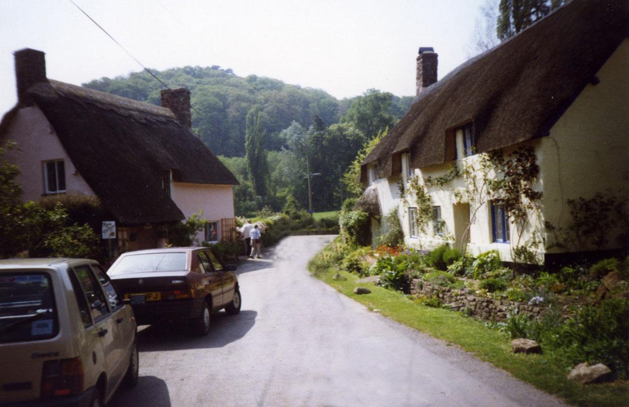 Cornwall'daki Dunster Köyü'nün masalsı görünümü