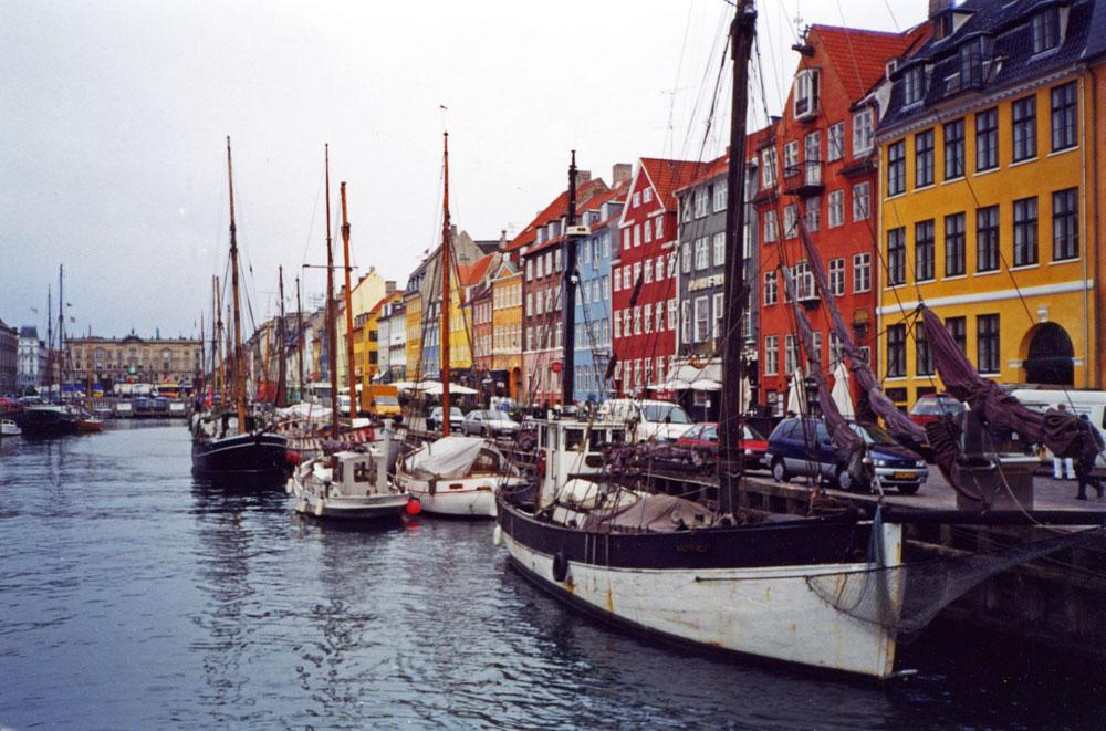 Bir Kopenhag klasiği: Yeni Liman'ın (Nyhavn) renkli görüntüsü