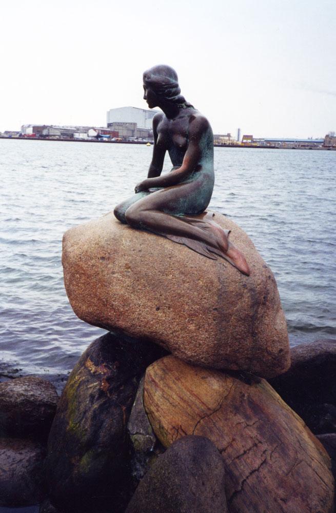 Danimarka'nın sembolü haline gelen Küçük Deniz Kızı
