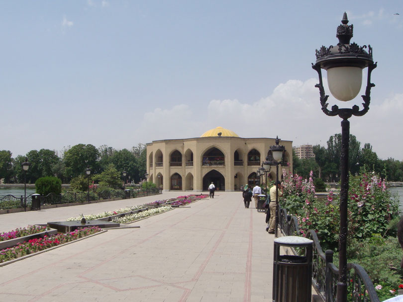 Tebriz'in mesire yerlerinden Şah Gölü, İran Devrimi sonrası El (Halk) Gölü adını almış