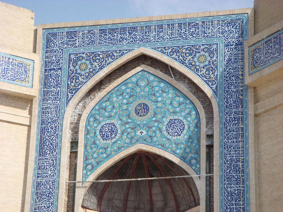 Cuma namazlarının kılındığı Musalla Camii'nin giriş kapısı