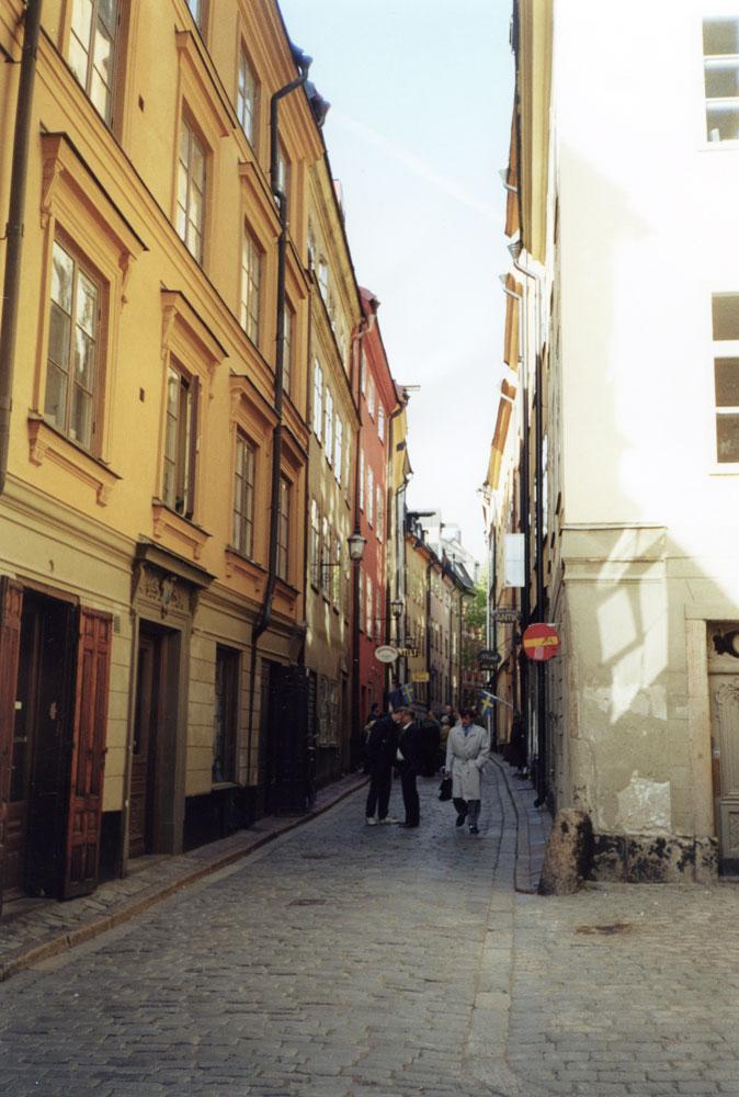 Stokholm'ün tarihi bölgesinden bir sokak görünümü