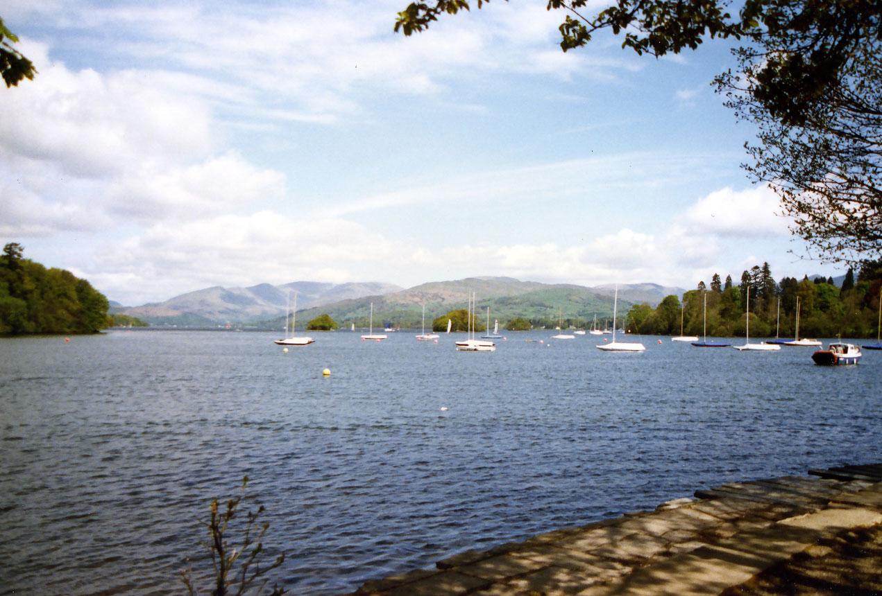 İngiltere'nin Göller Bölgesi'nde Ullswater adlı göl