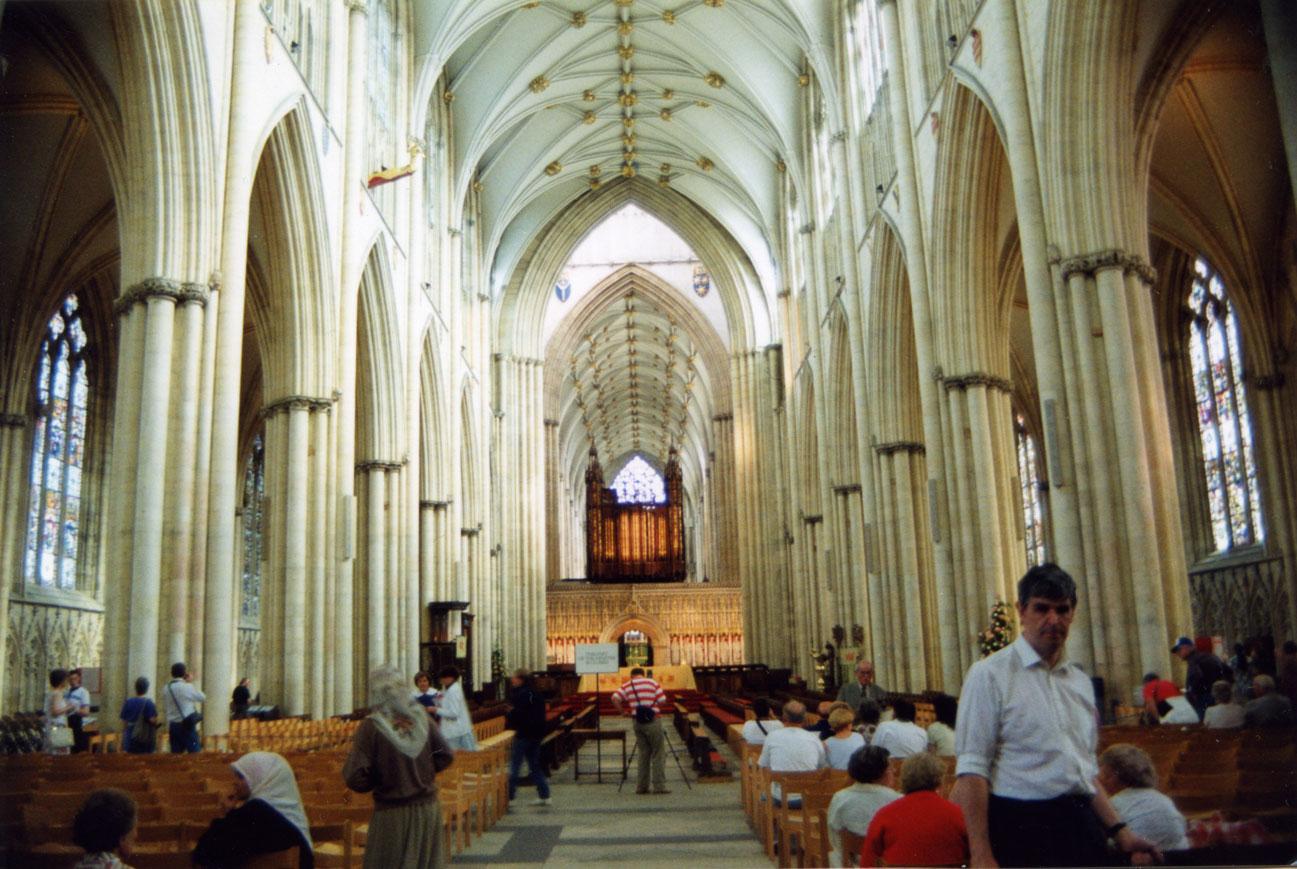 Gotik mimarinin en görkemli eserlerinden York Katedrali'nin iç görünümü