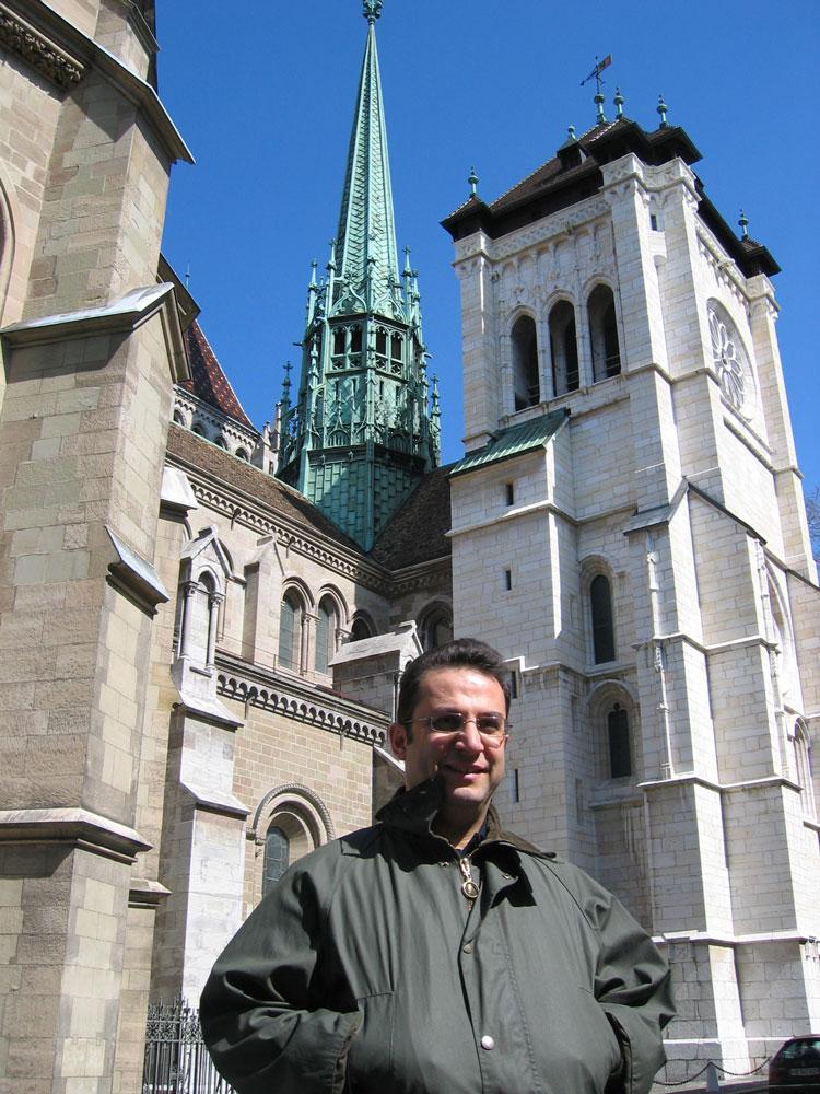 Aziz Peter, diğer adıyla Aziz Piyer Katedrali önünde