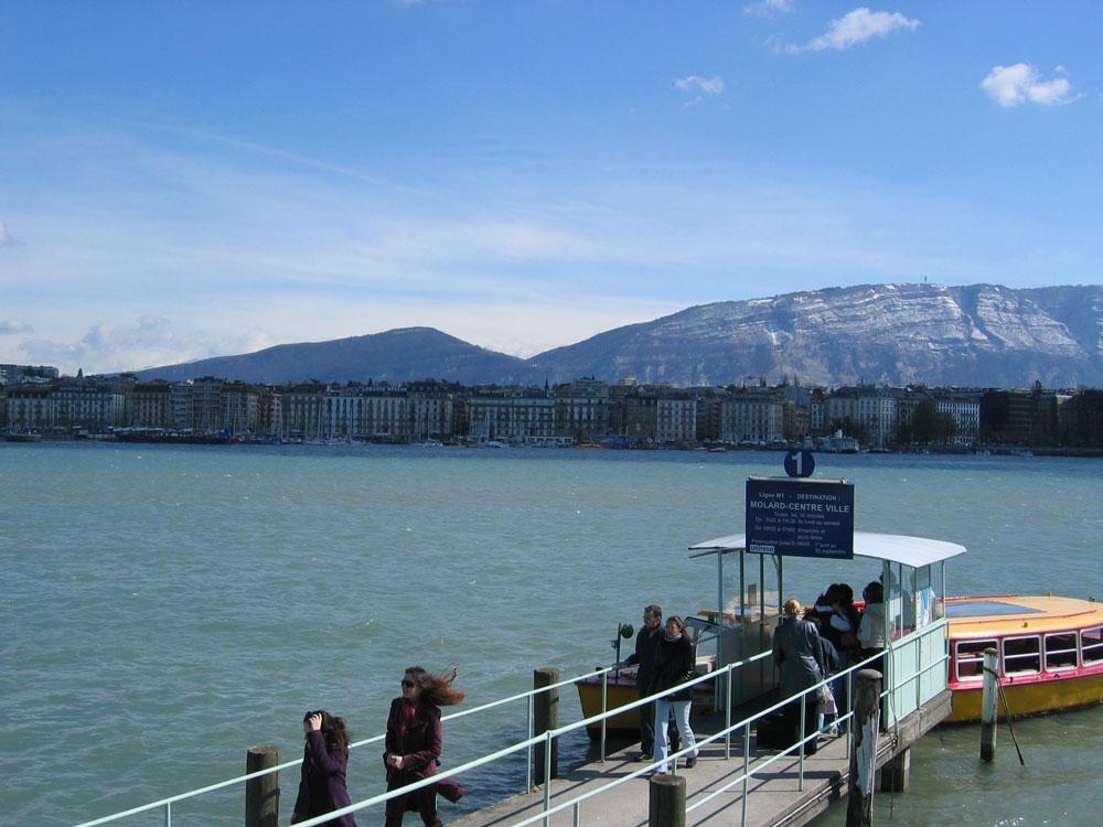 Avrupa'nın en büyük göllerinden biri olan Leman Gölü taşımacılıkta da kullanılıyor