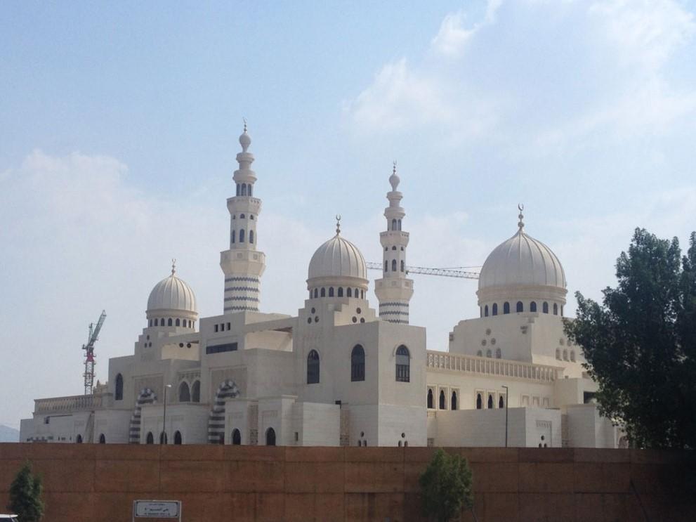 Mekke'deki yakın dönem camilerine bir örnek: Aişe El-Rajhi Camii