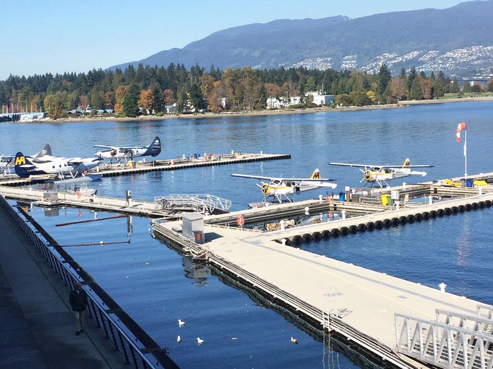 Vancouver Limanı'nda dolmuş uçaklar