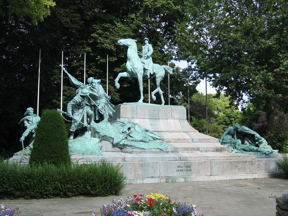 Anvers'te dünya savaşları hatırasına dikilmiş anıt