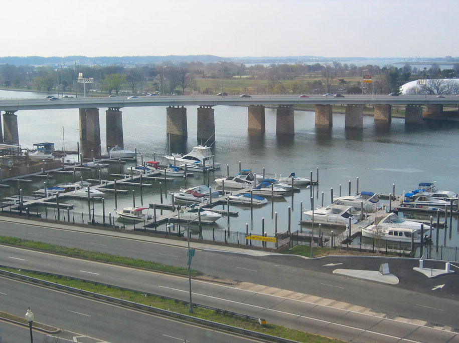 Potomac Irmağı'nda yat limanı