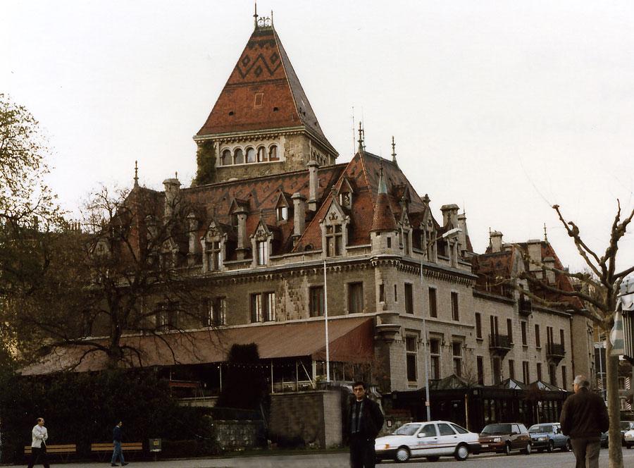 Günümüzde otel olarak hizmet veren Uşi Şatosu (Château d'Ouchy)