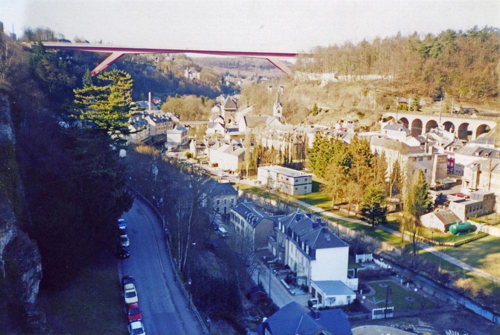 Lüksemburg'un engebeli arazisinden bir görünüm