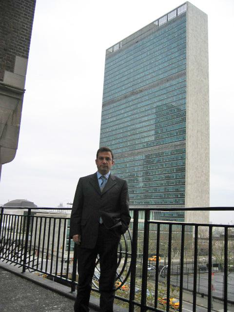 Birleşmiş Milletler'in merkezi önünde...