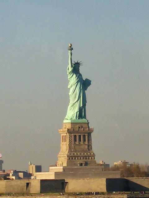 Denizden Özgürlük Heykeli'ne bakış