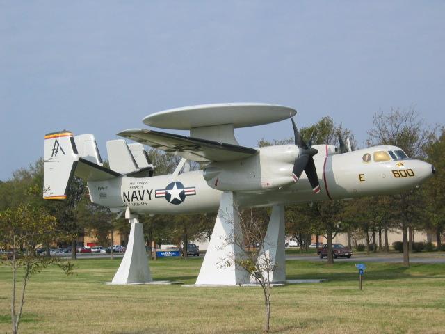 Norfolk Deniz Üssü'nde sergilenen uçaklardan biri