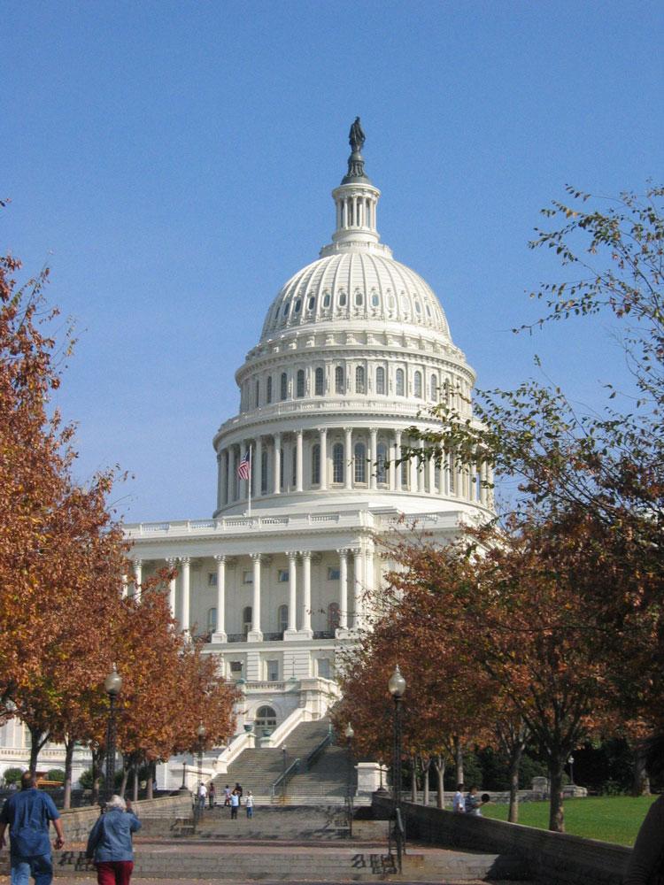 Capitol Hill adlı tepede ABD Kongre binası