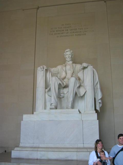 Lincoln Anıtı içerisinde Abraham Lincoln'ün heykeli