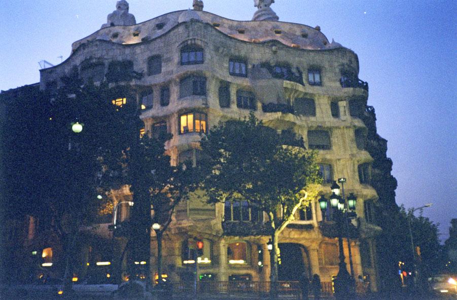 """Milà Evi için halk """"Taş Ocağı"""" yakıştırması yapıyor"""