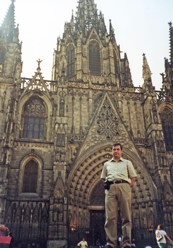 Barselona Katedrali önünde