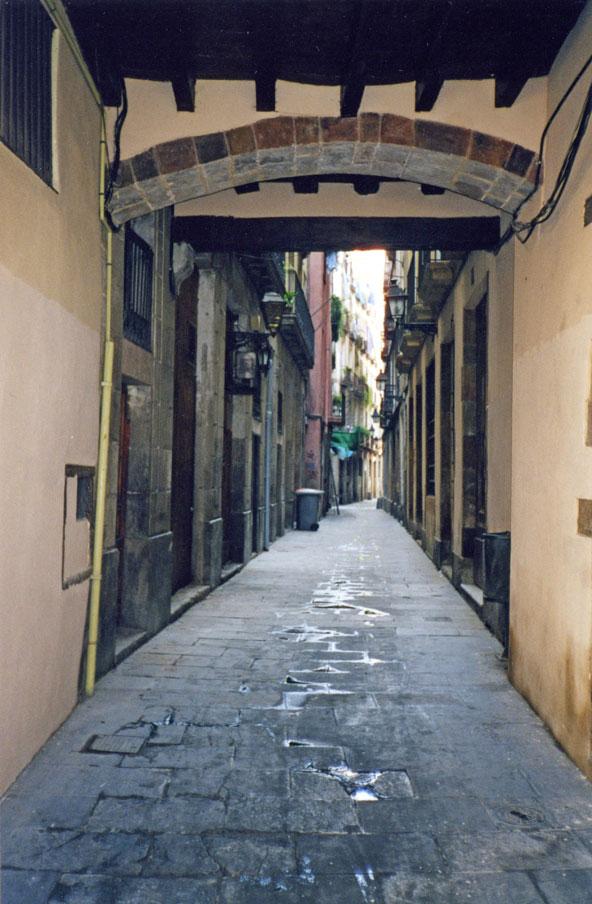 Meşhur Gotik Mahallesi'nden bir sokak görünümü