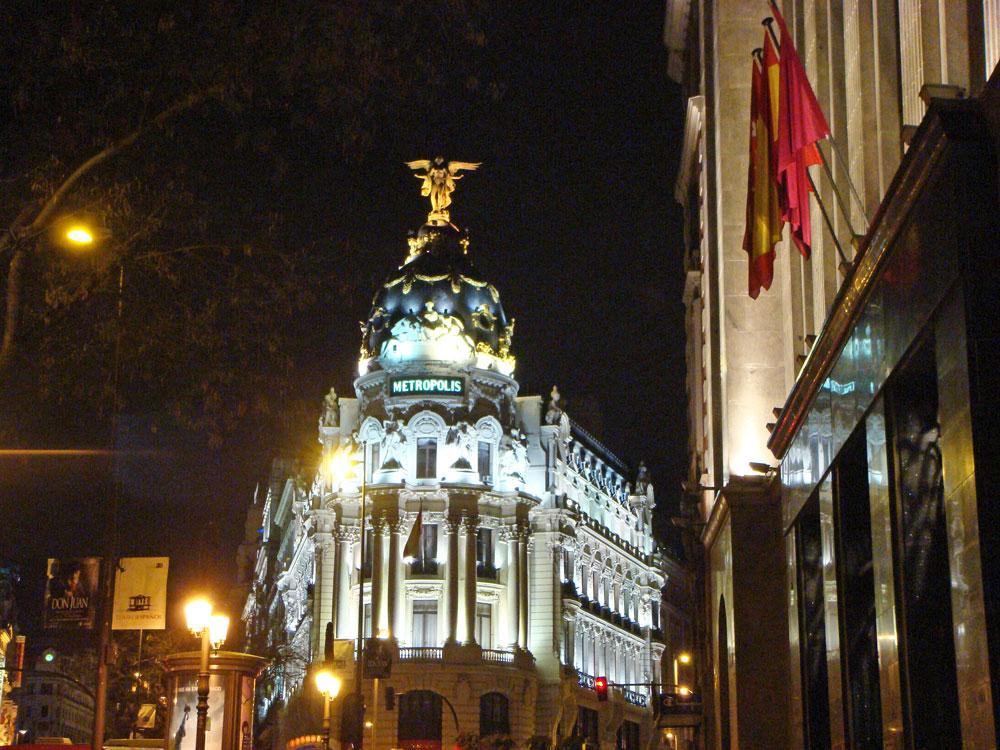 Büyük Yol'un (Gran Via) gece manzarası