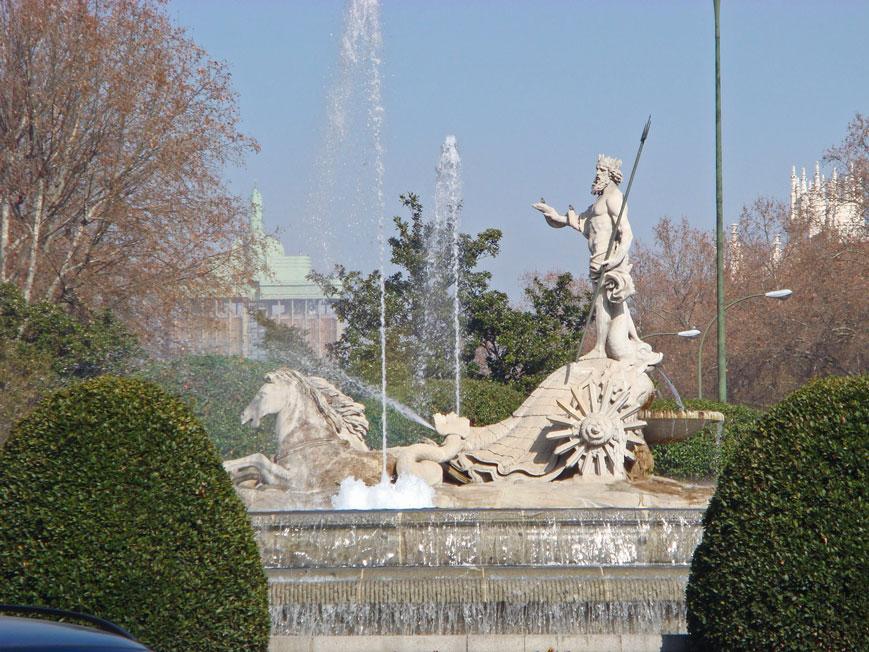 Kibele Meydanı'nda mitolojik figürler