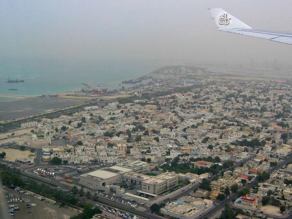 Uçaktan Dubai'nin meskun bölgelerinin görünümü